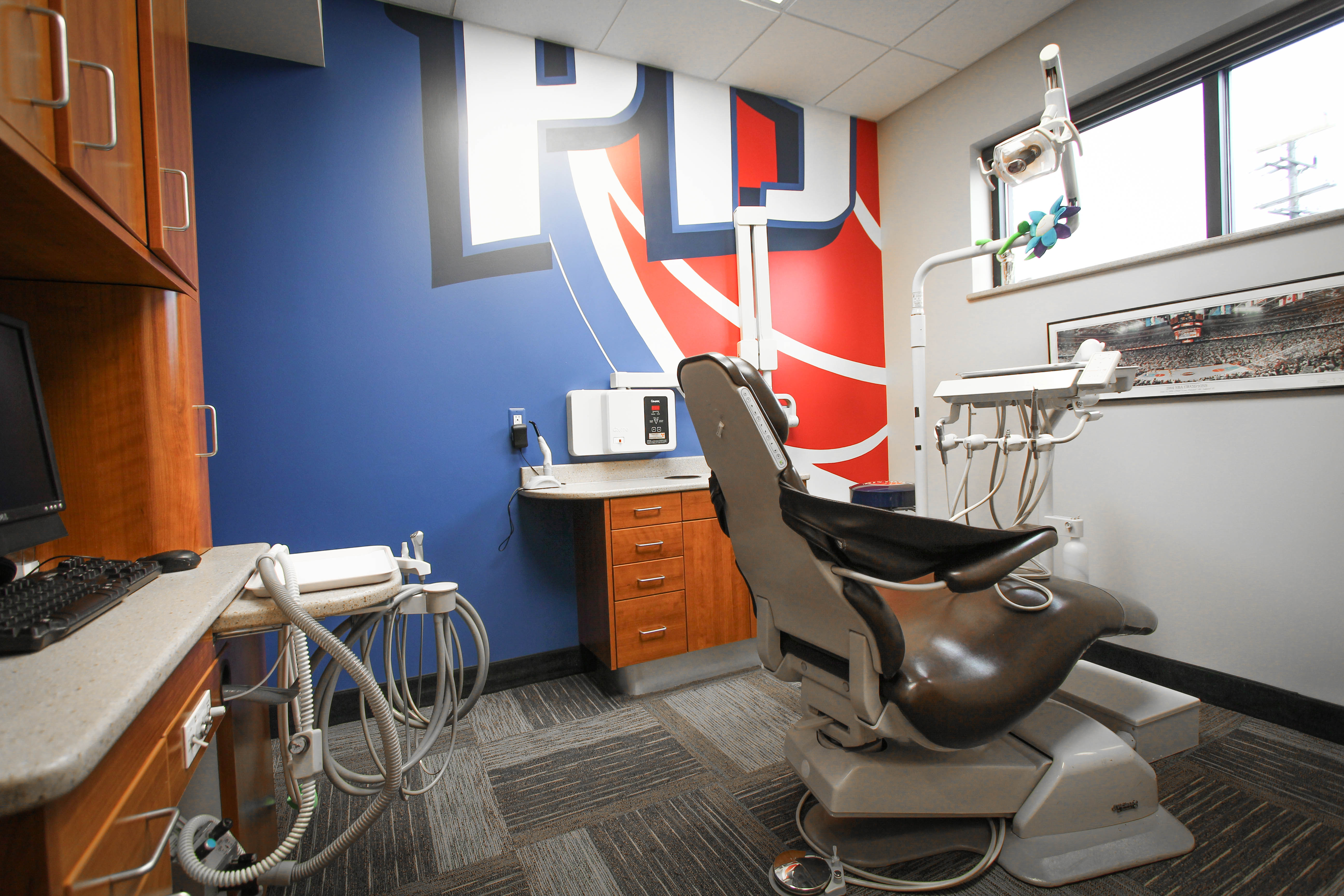 Pistons-Chair-Angle-1