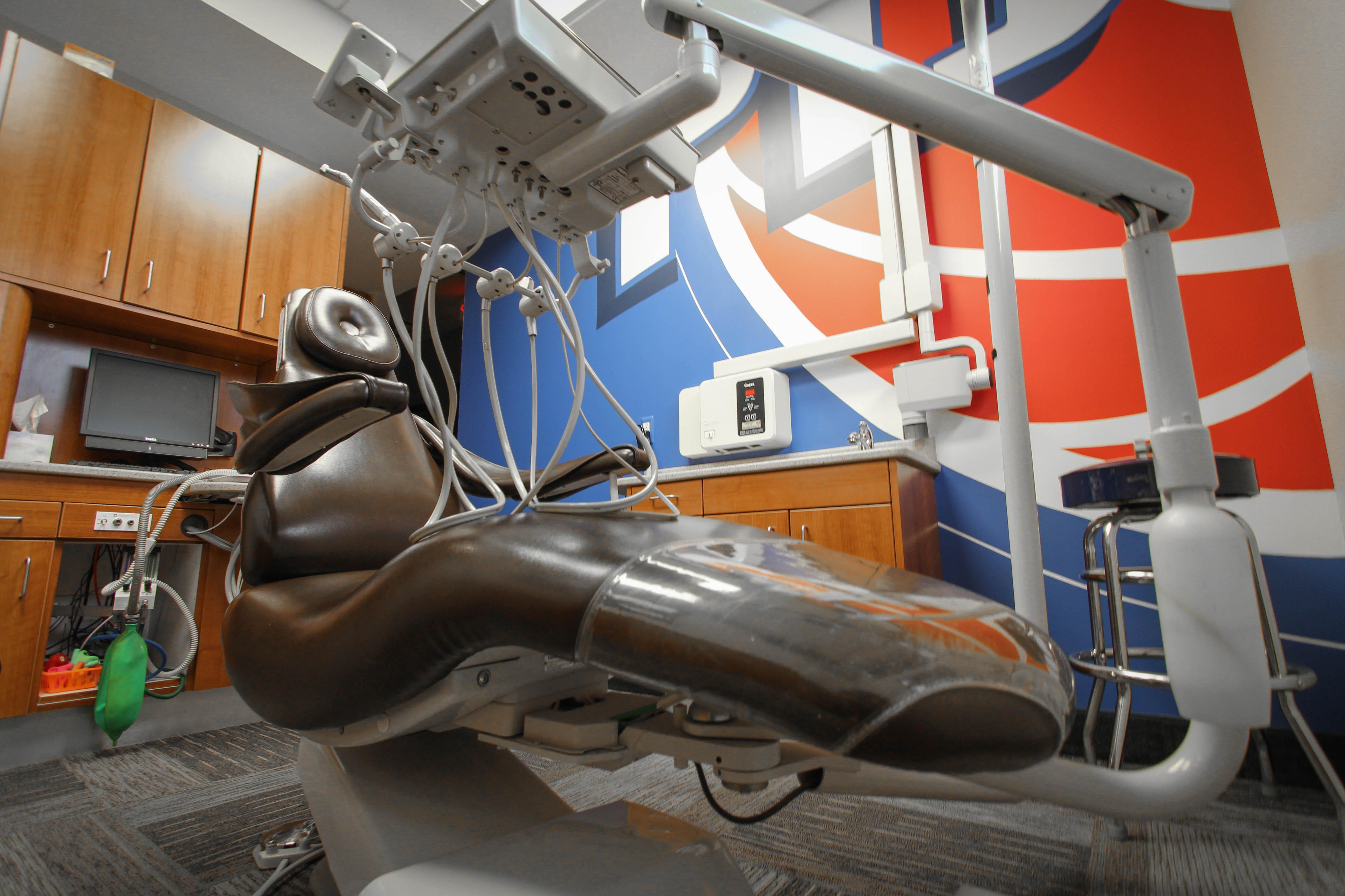 Pistons-Chair-Angle-2