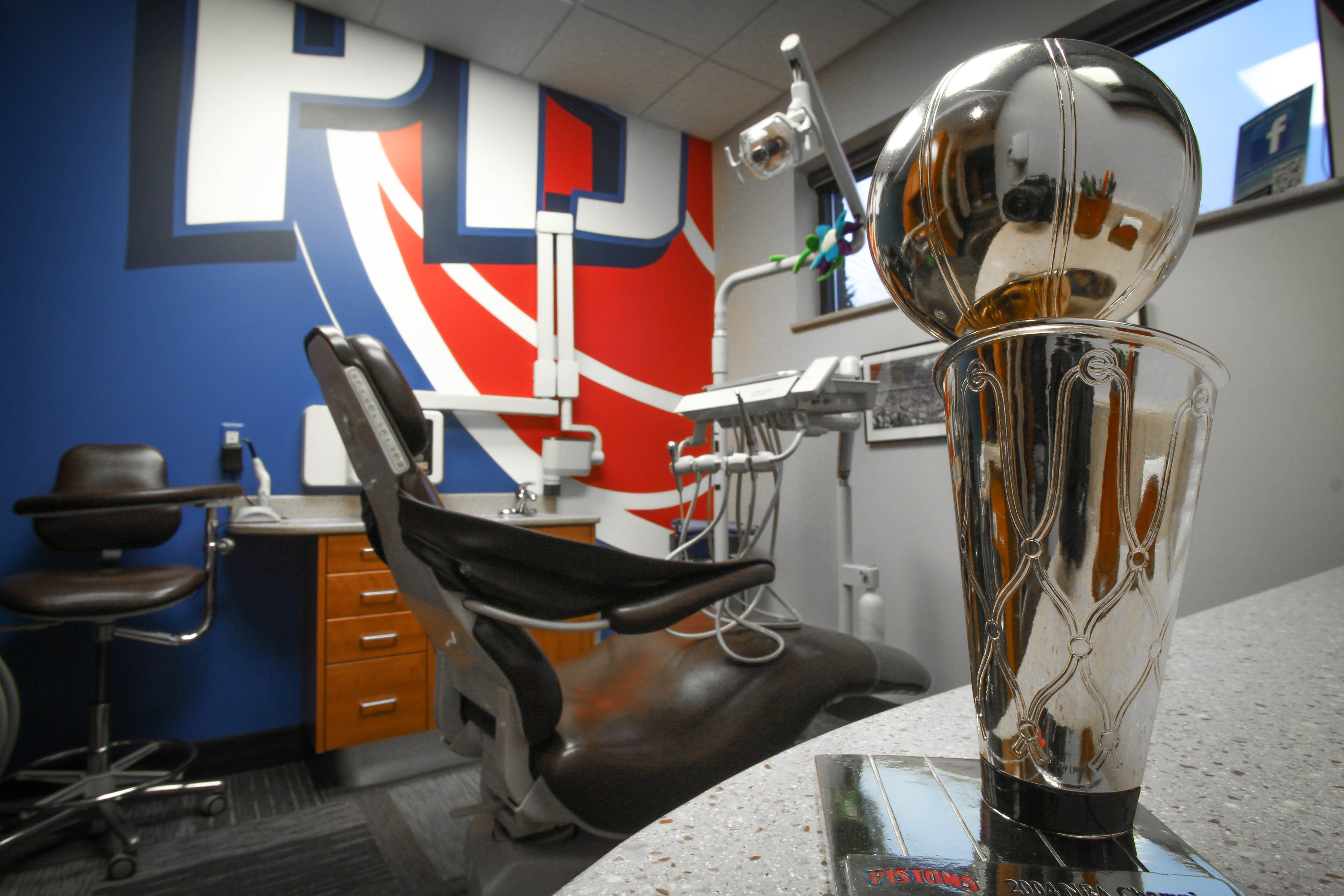Pistons-Chair-Angle-3